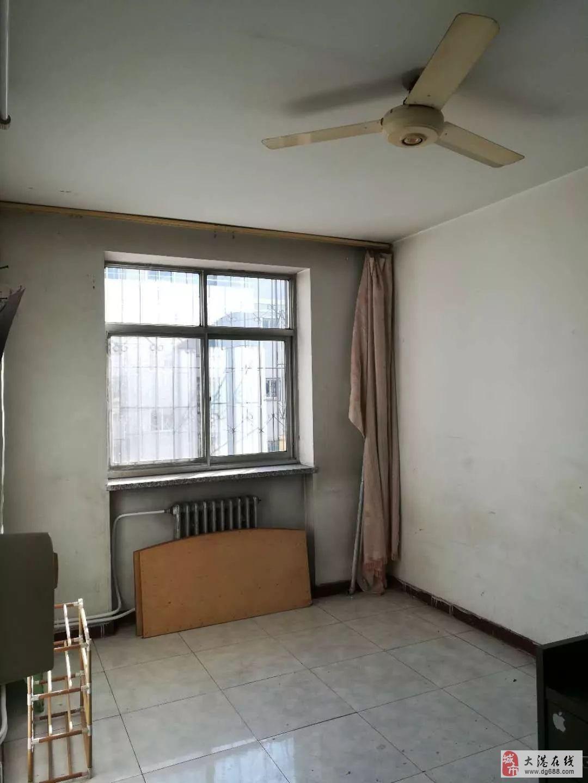曙光里4楼2室2厅1卫58平米简单装修无税房积分落户