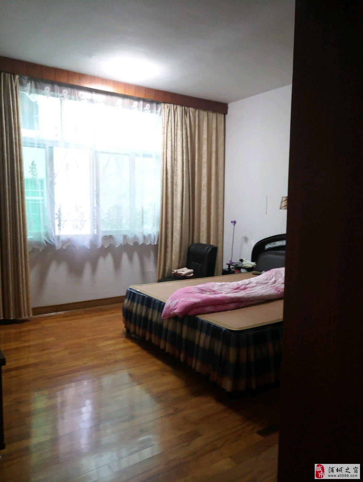 兴浦东区6室2厅176.8万元