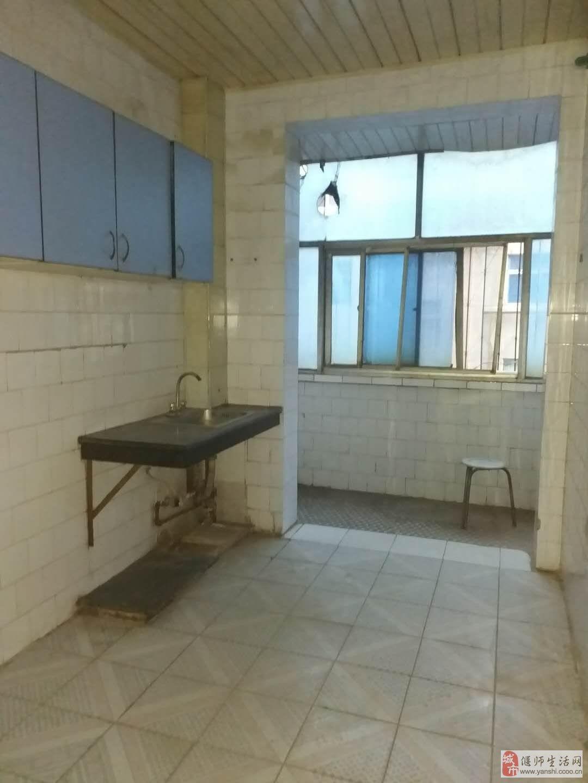 金诺房产华夏世纪城西步行街4室2厅1卫42万元