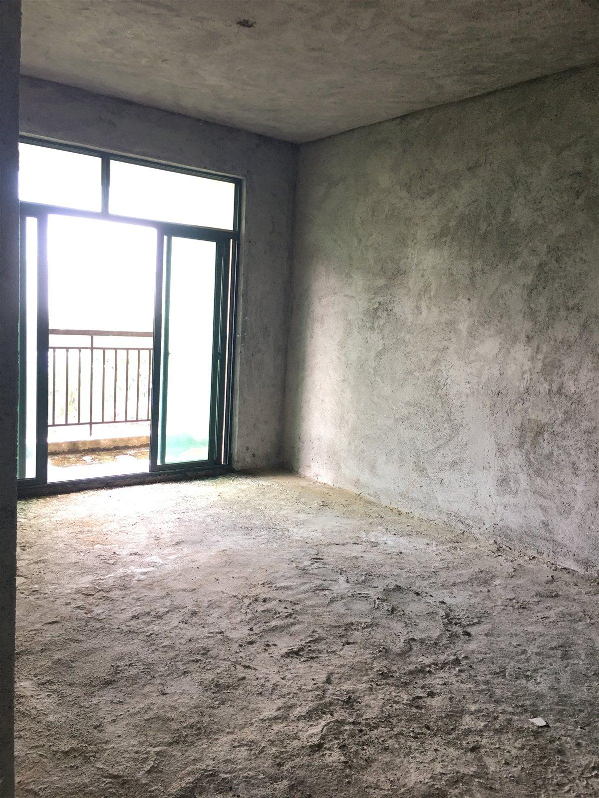 万泉森邻3室1厅2卫133万元