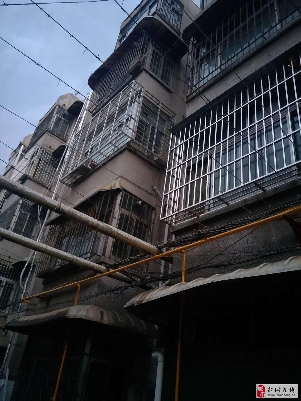 华龙小区2室1厅1卫30万元(楼下还有间储藏)