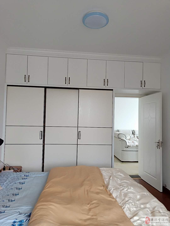 东方银座精装房3室2厅2卫110万元