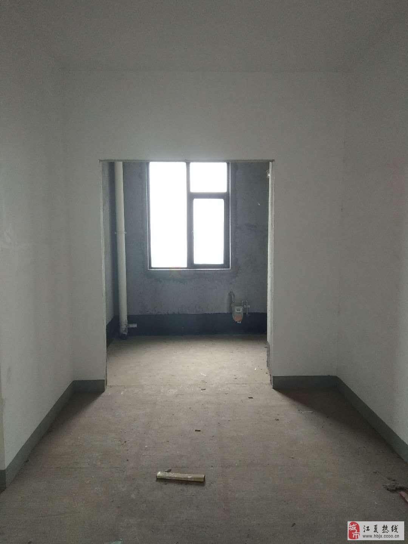 菩提苑地鐵口中等樓層純毛坯大三房產證清晰