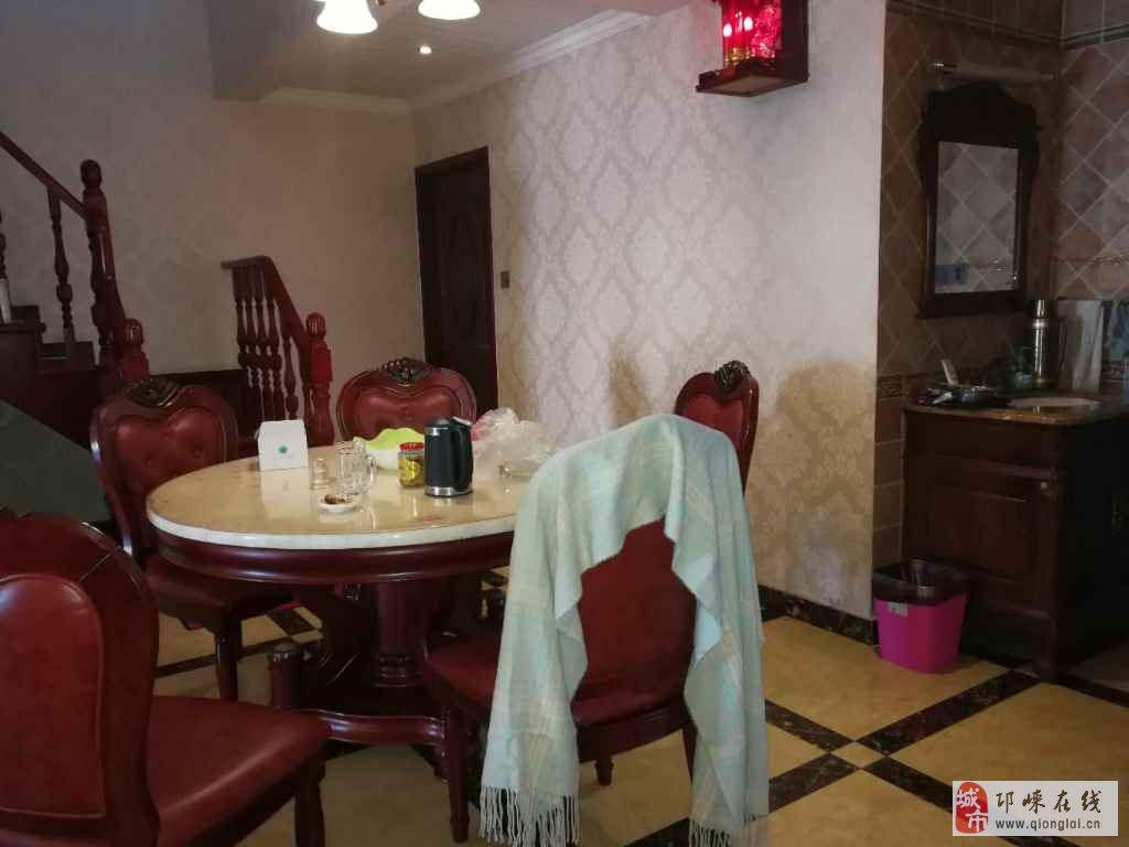 鹭岛名苑4室2厅3卫182万元