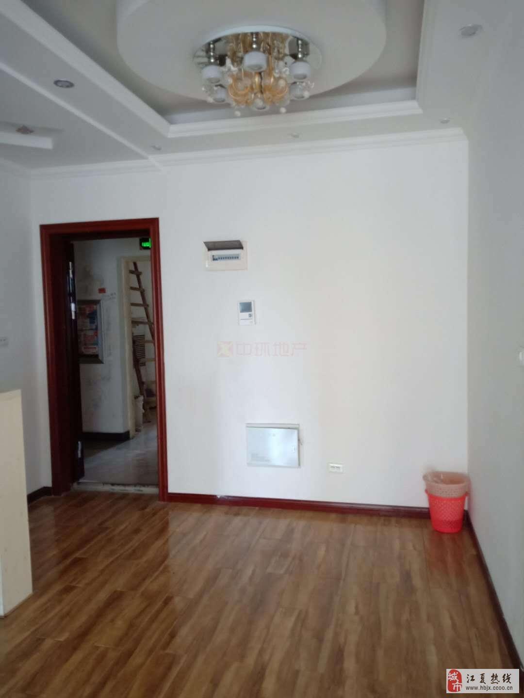兴邦华庭2室2厅1卫112万元精装修