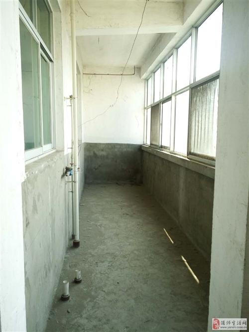 土地局家属院4室2厅2卫53万元
