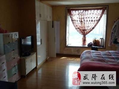 都市广场附近3室2厅2卫170平米100万住宅