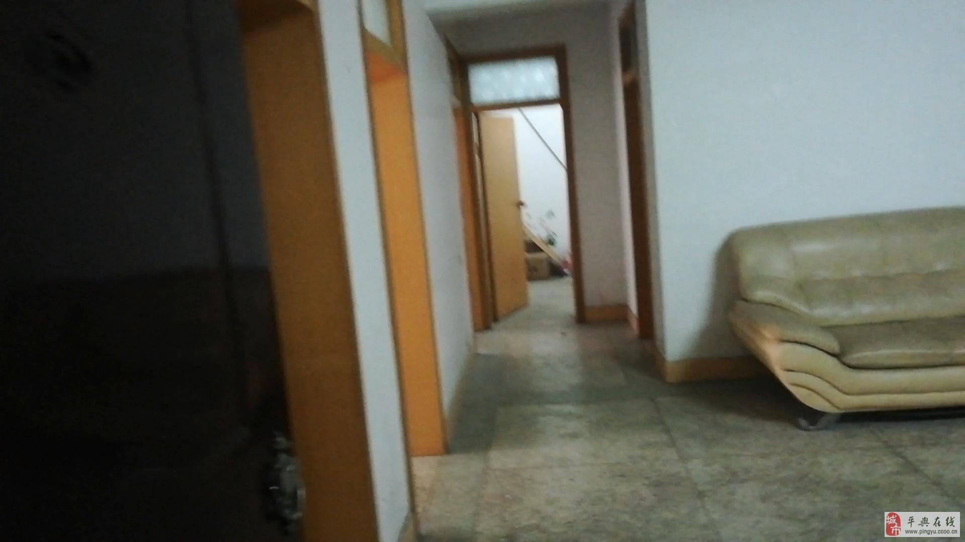 二中北侧3室2厅2卫一个院