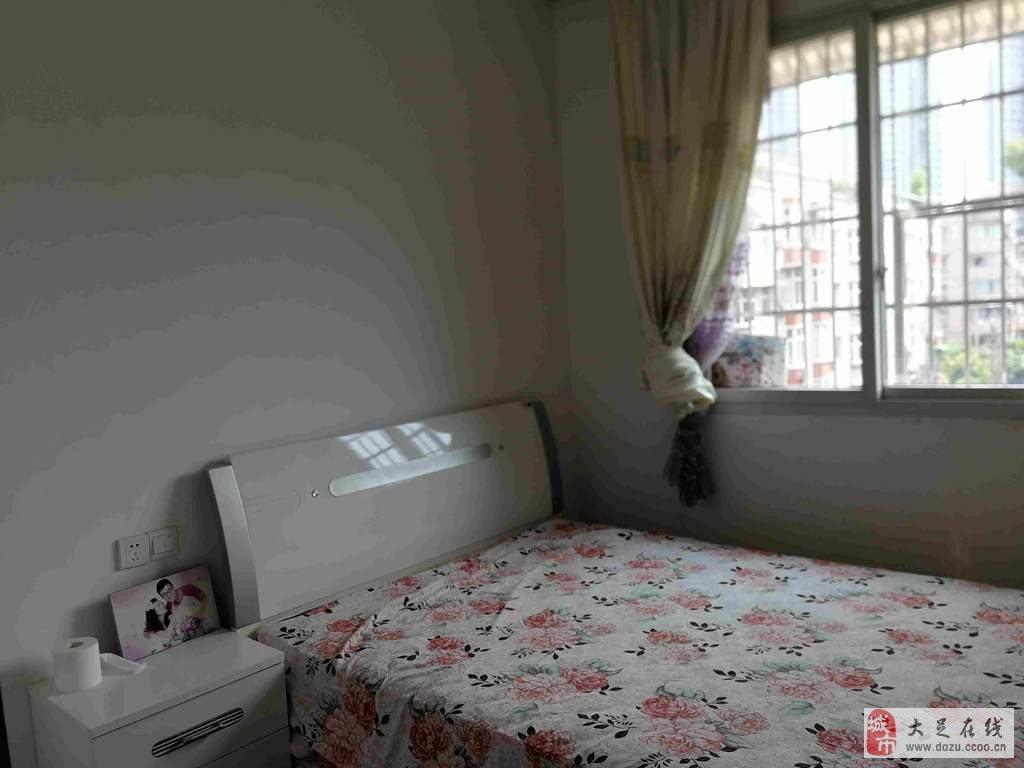 南门广场旁,碧景苑精装3室。