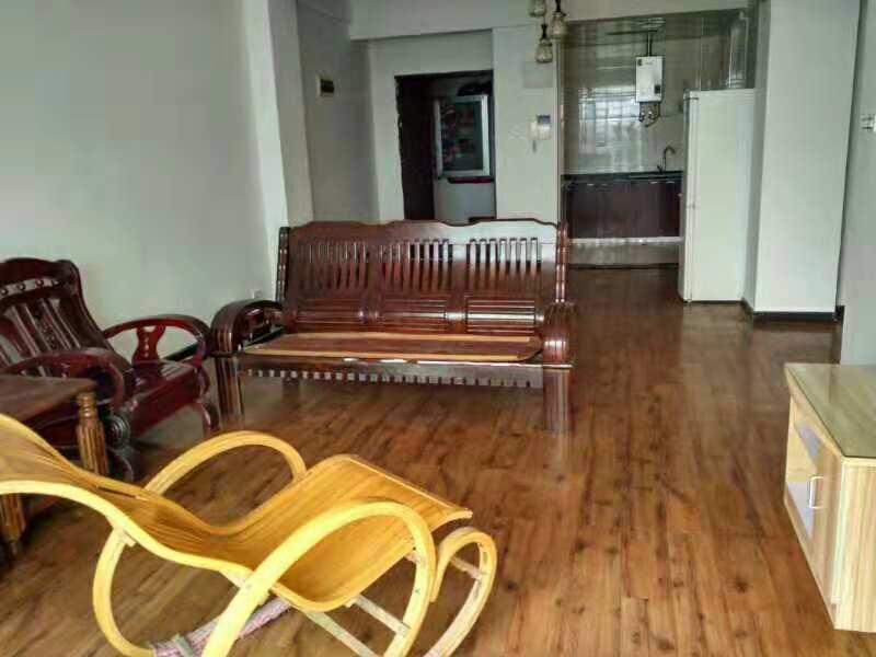 富丽豪庭小区2室2厅1卫128万元中装证满5年