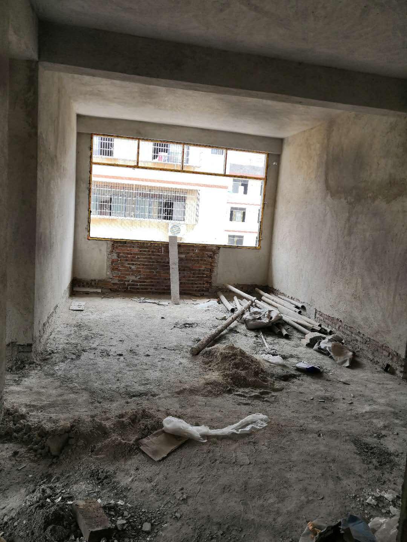 新南名苑邊套安置點3室2廳2衛33.9萬元