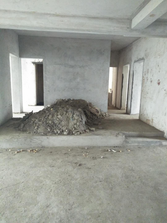 滨江花园毛坯步梯4室2厅2卫42.8万元急售
