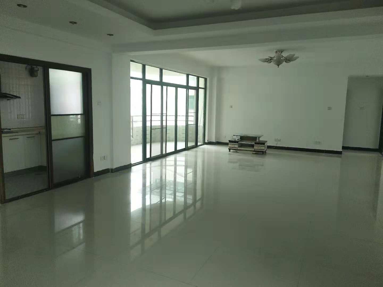 海虹家园3室2厅2卫136万元