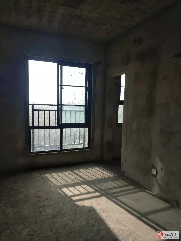 华侨名苑8楼135平固始高端小区,东边户75万急售