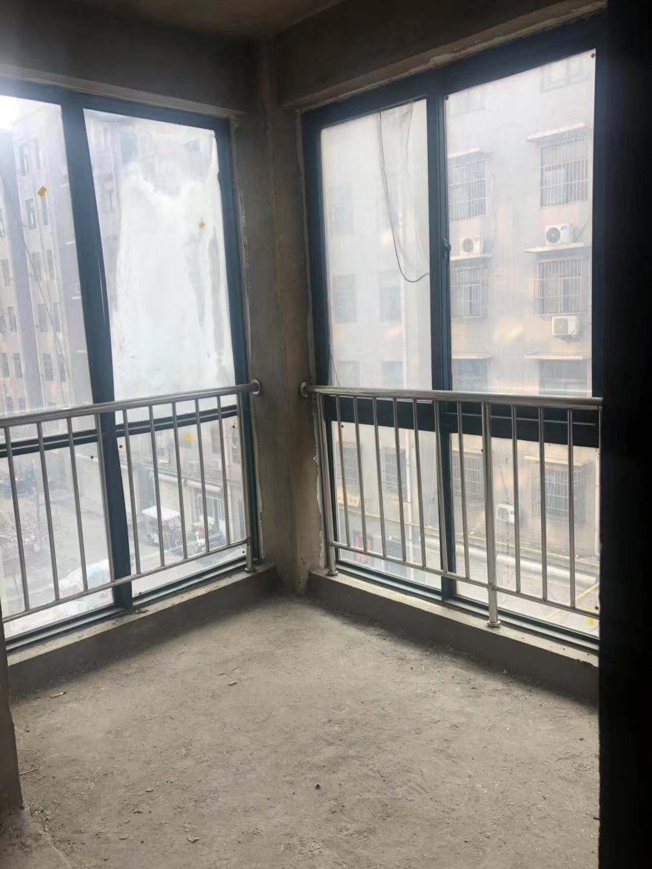百禾都市领域3室2厅1卫中间楼层