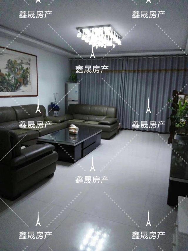 翡翠城3室2厅2卫180万元