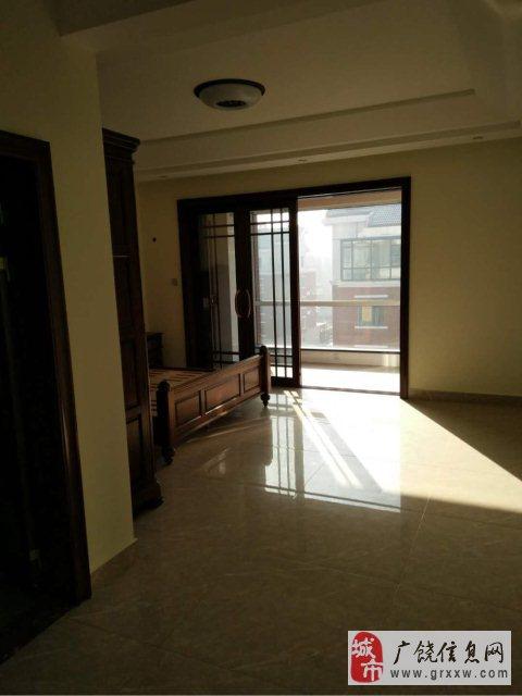 华泰东方威尼斯5室2厅2卫230万元