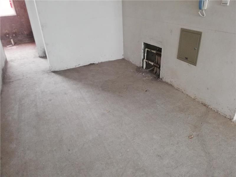 翡翠城西區4樓96平毛坯便宜急售60萬