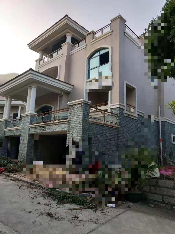 凤冠山庄别墅出售325平花园200平仅售700万