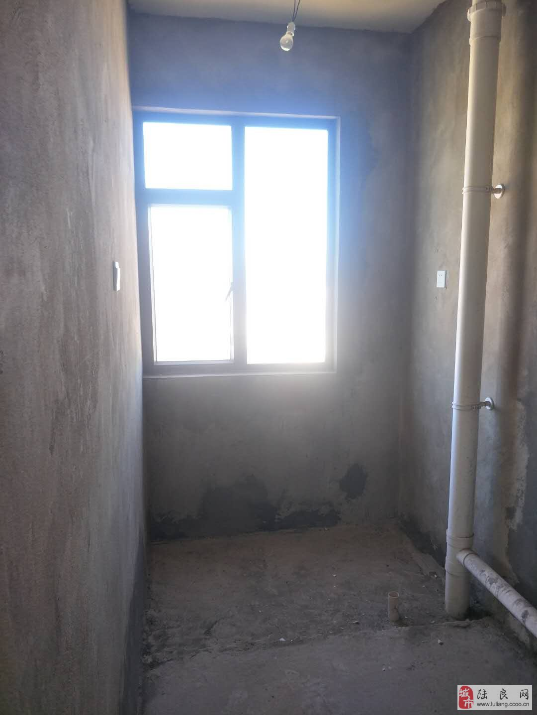 康隆盛世14楼3室2厅2卫38万元