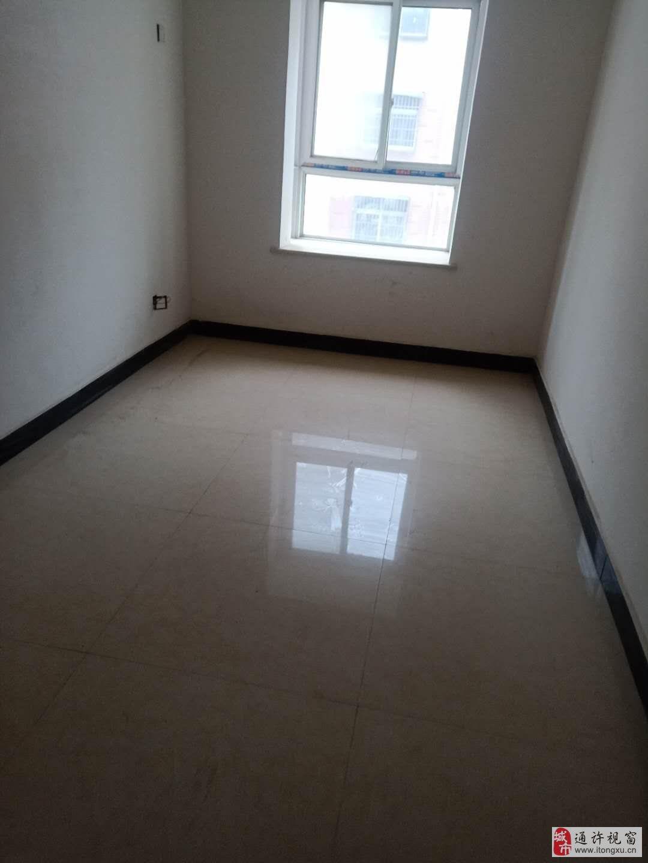 通宝佳苑3室2厅2卫53万125平方3楼简装带大车库