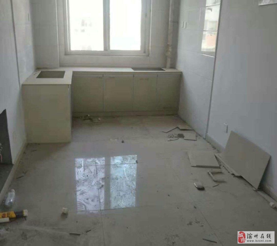 旺龙花园2室1厅1卫带27车库30万可议价
