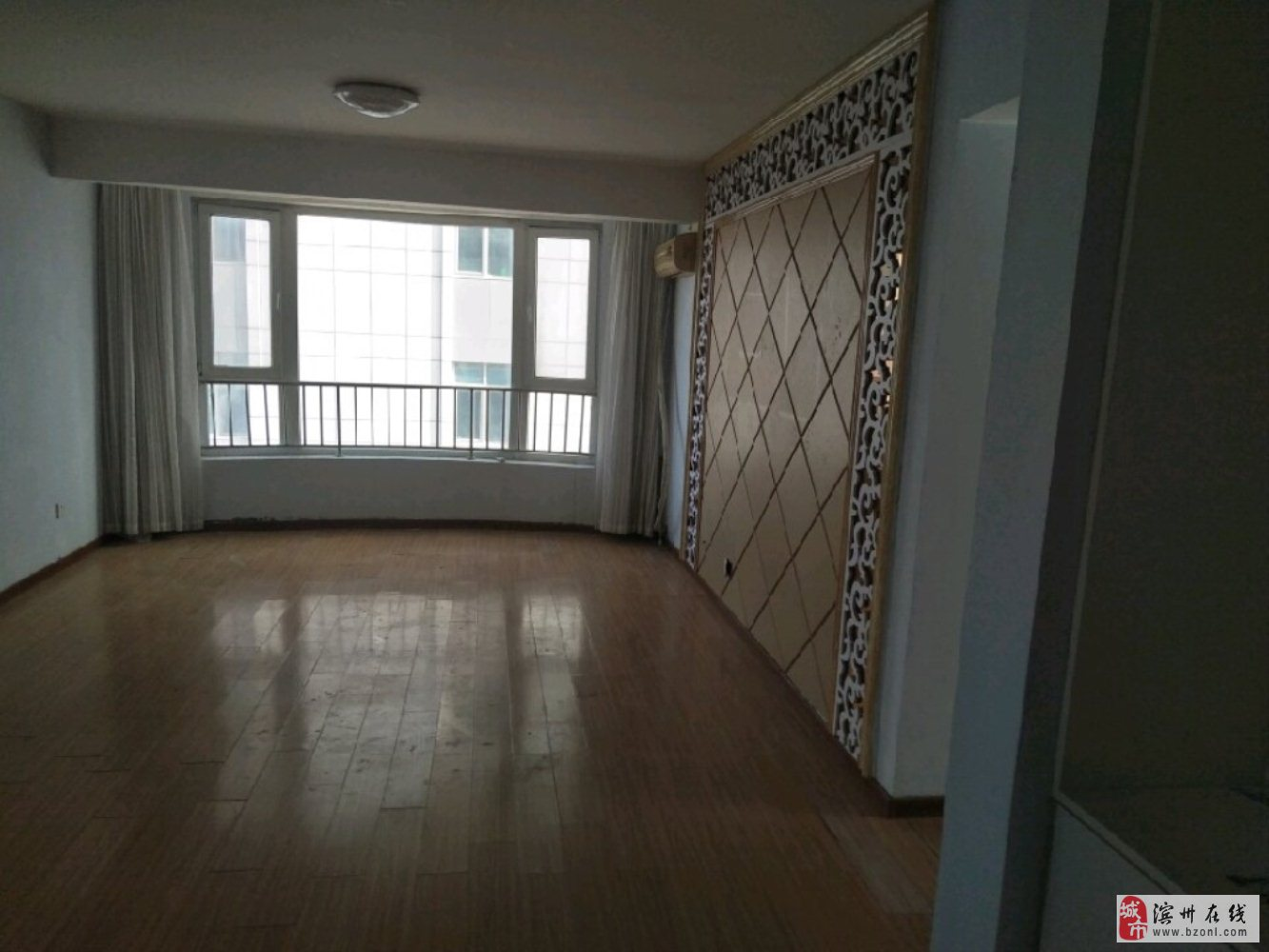 国际大厦3室2厅2卫132万元