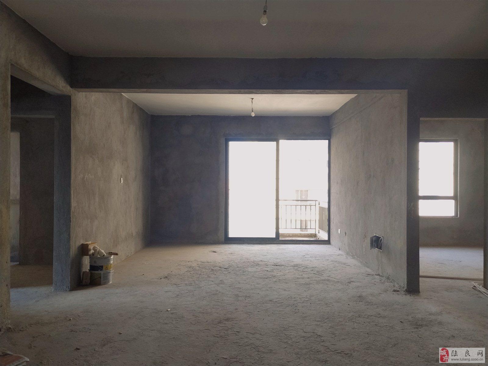 金色嘉苑 毛坯3室 电梯房 户型超好 41.6万元