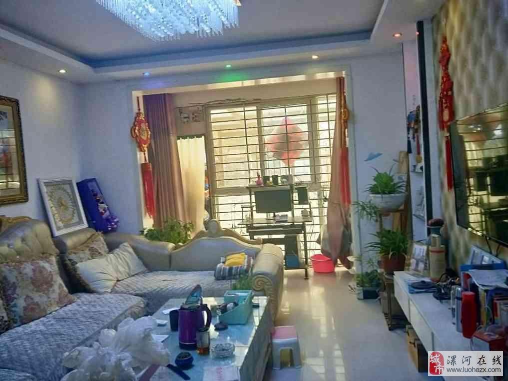 天鹅湖稀缺一楼带院精装3室2厅1卫52万元!