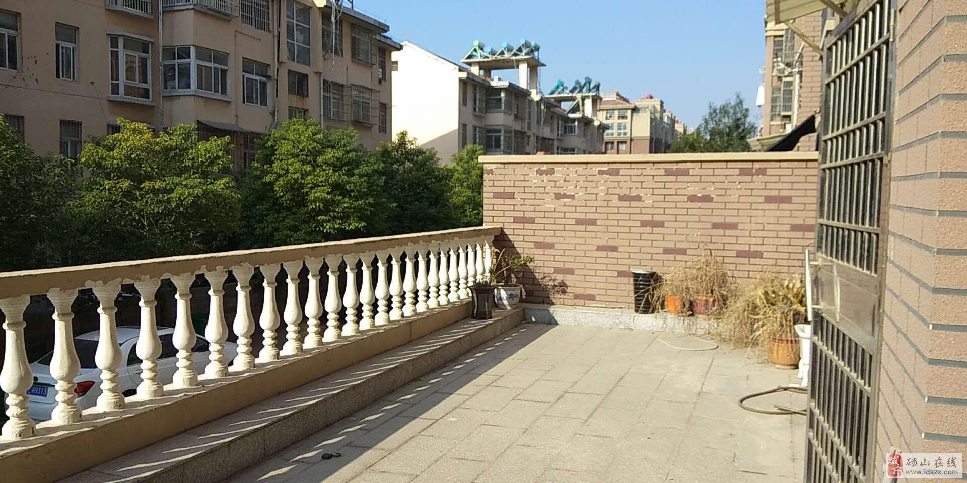 上海花苑1樓帶40平方平臺精裝家具家電齊全