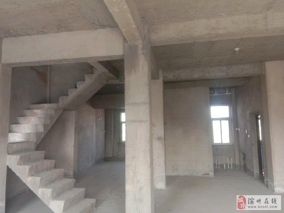 双湖贵苑复式楼300平,150万带大车库储藏室小院