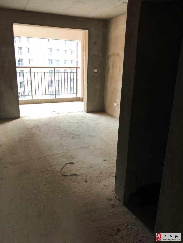 水岸鑫城3室2厅2卫140万元
