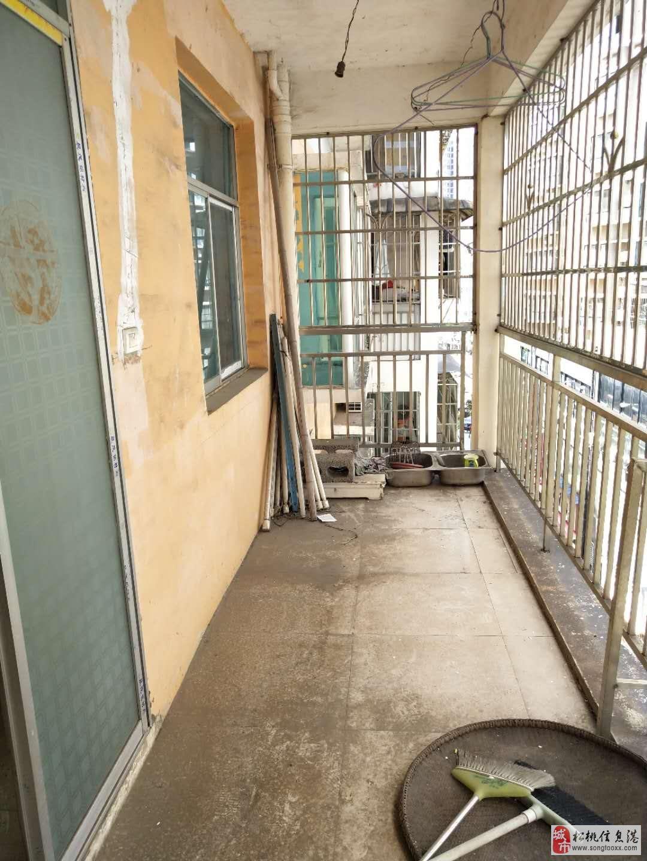 世昌广场3室2厅2卫32.8万元