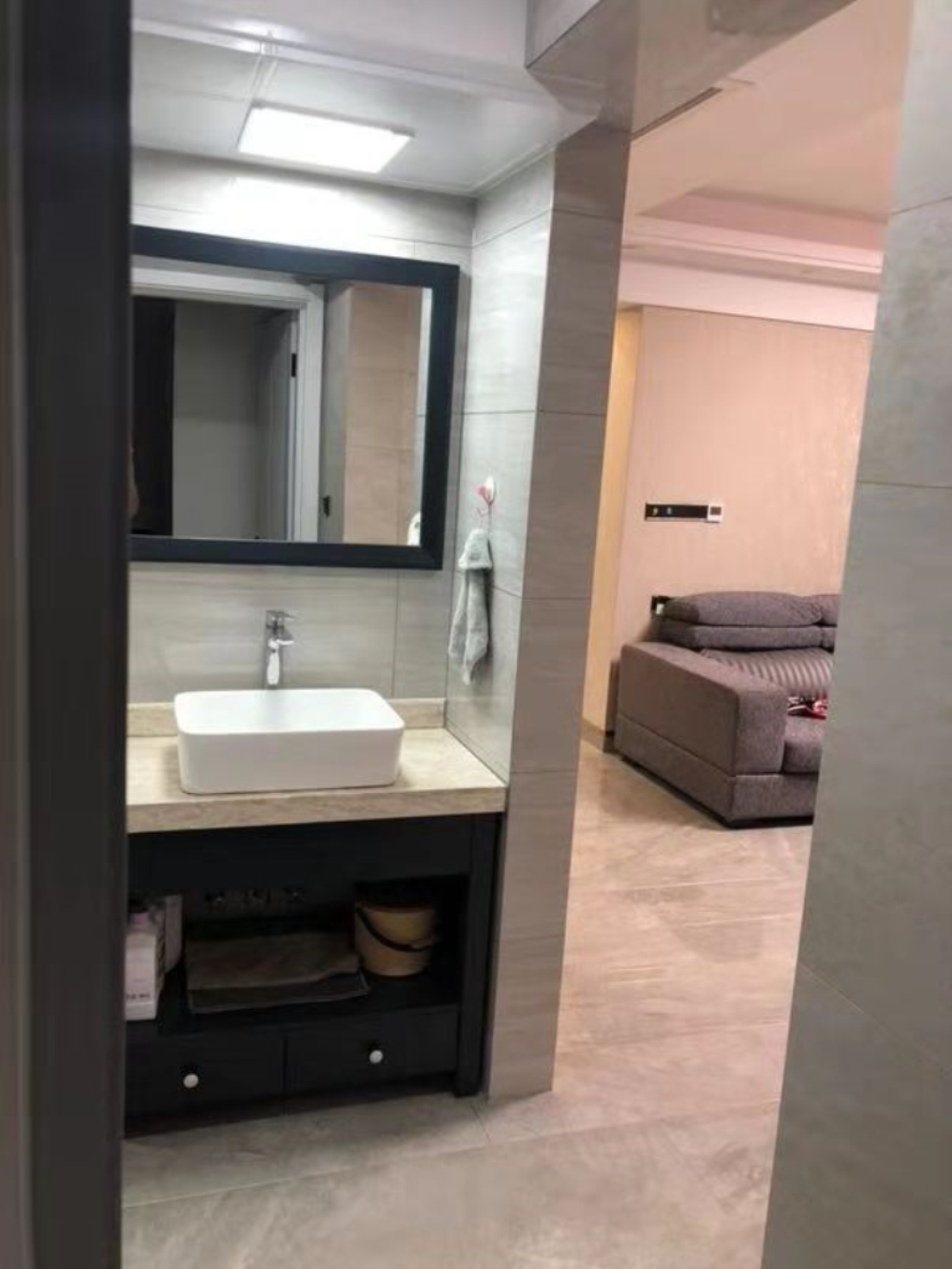 蓝溪国际水晶城3室2厅2卫160万元