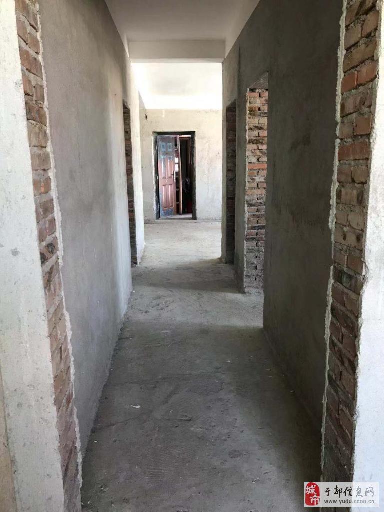 五中附近与实验中学的学区房,天赐良缘后面,带柴间