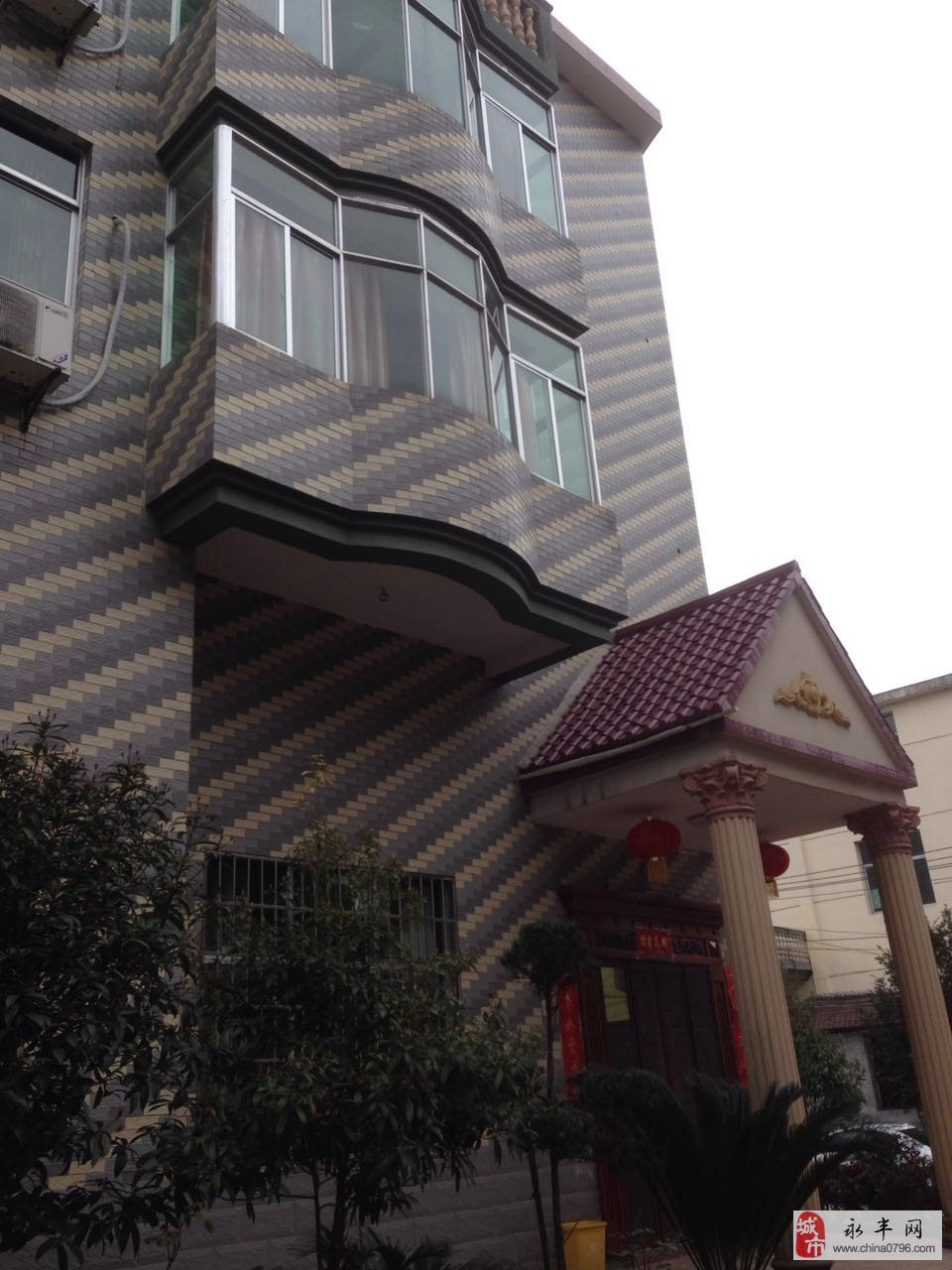 佐龙乡政府对面自建别墅12室2厅7卫256万元