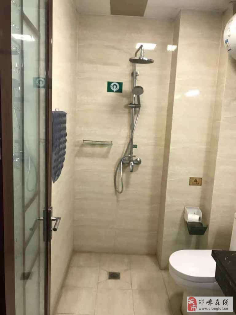 邛崃市宾馆1室1厅1卫28万元