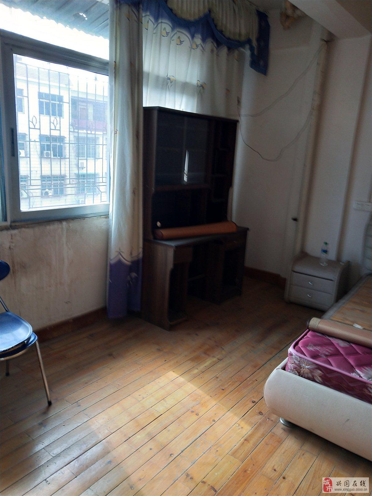 城北街3室2廳2衛120㎡毛坯50萬元出售
