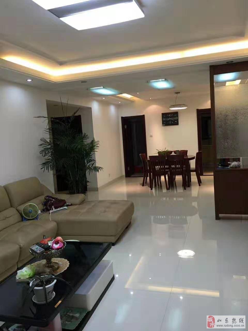 华荣上海城3室2厅2卫165万元