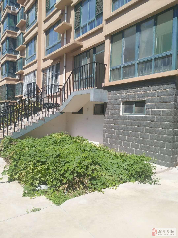 聚龙花园一楼带院西实验130万元