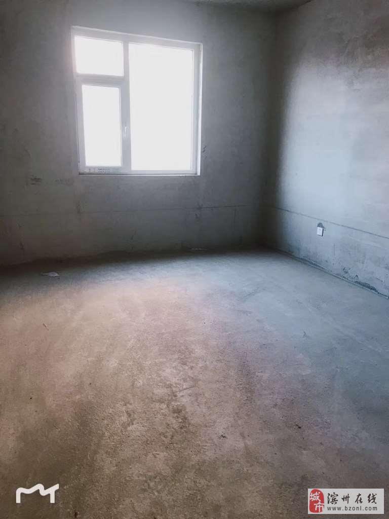 秀水花苑5室3厅2卫295万元