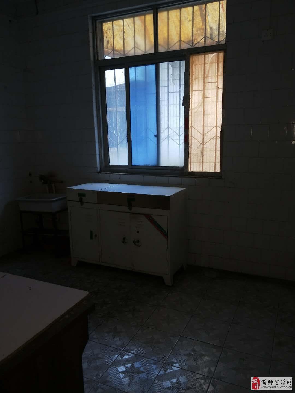 新新开发区独家小院双证8室2厅3卫65万元