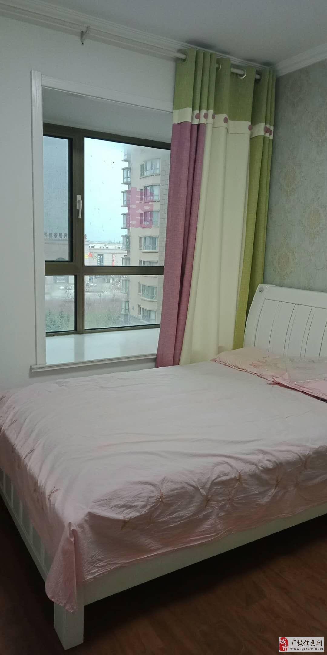 丽景豪庭7楼138平,精装少住,带车库,证满5年