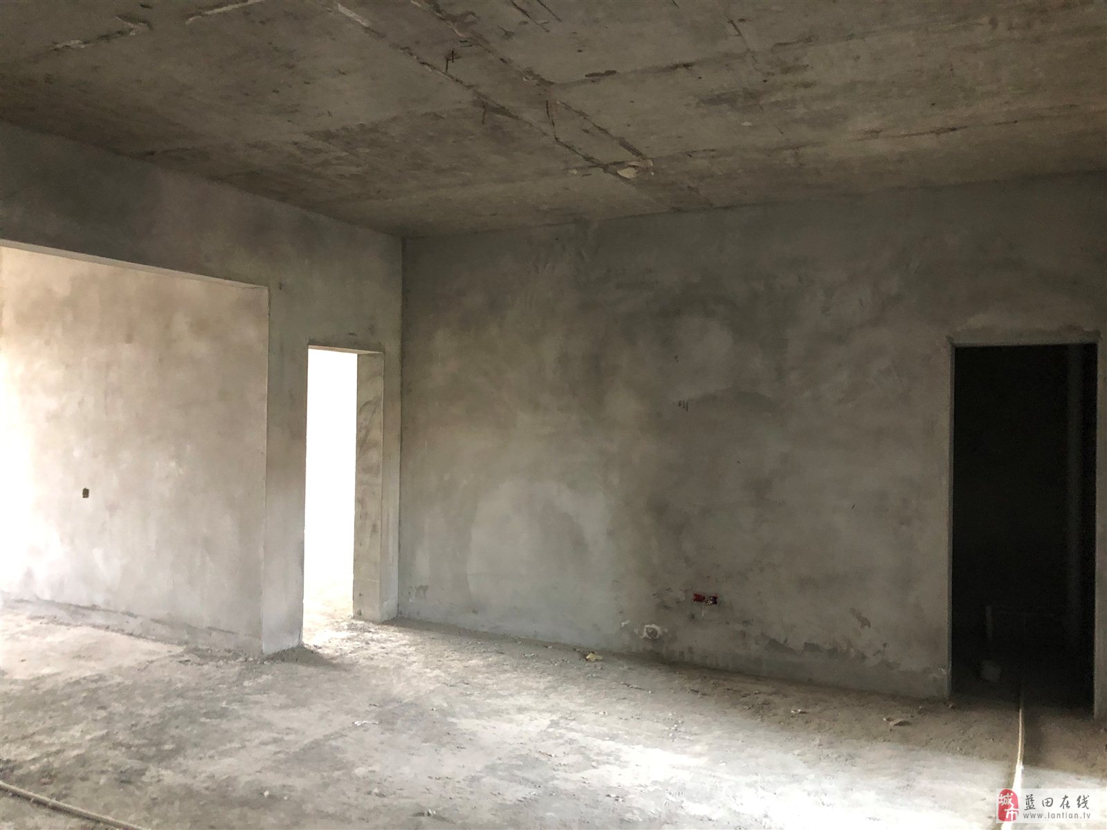 城南商贸城4室2厅2卫60万元