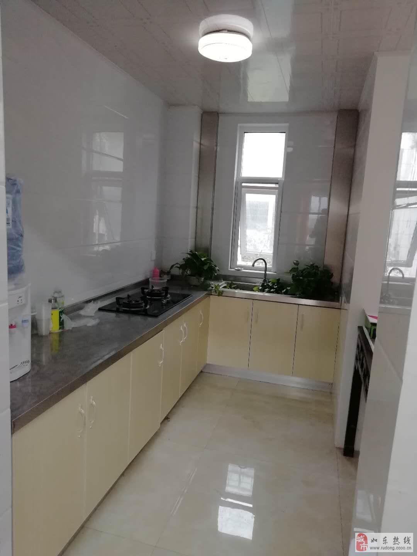 白菜价,鑫城苑96平米2室2厅1卫,附房精装23平