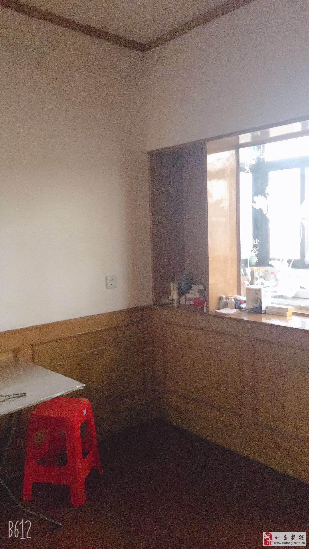 江海东路95平米3室1厅1卫中装含附房38万