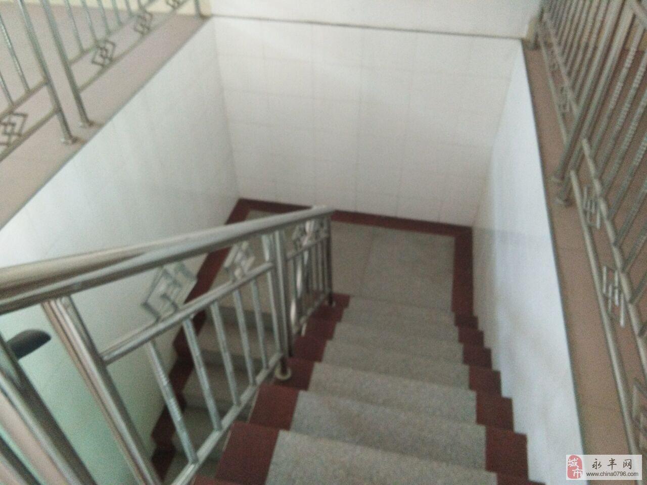 跃进西路5室2厅2卫83万元 复式送杂物间
