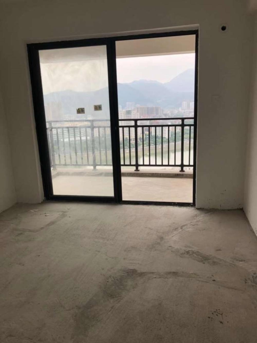 凤山学府3室2厅2卫203万元