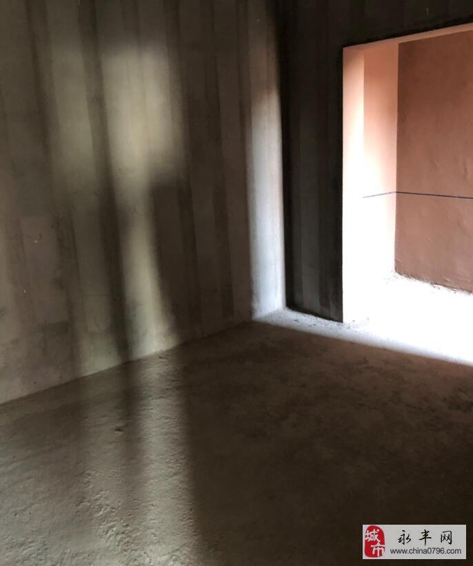 地王大厦3室2厅2卫93万元 带杂物间