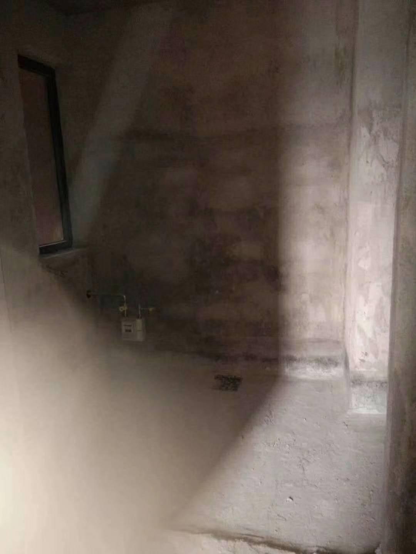 蓝溪新天地4室2厅2卫65万元